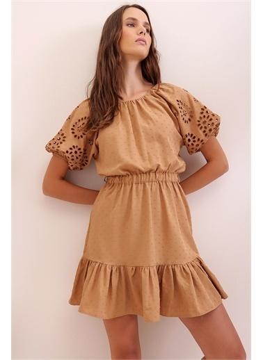 Pink Park Eteği Vlolanlı Kolları Delik İşi Dokuma Elbise CH00002 Camel